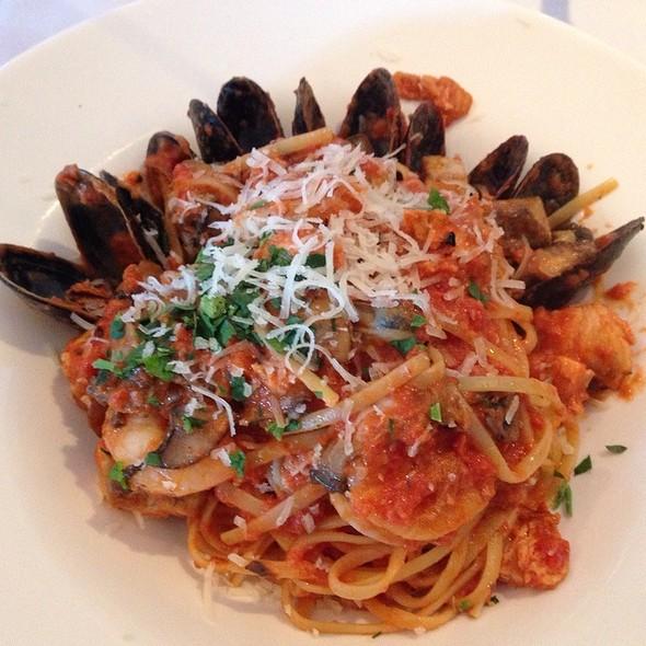 Seafood Linguine Aglio Olio - Papa Razzi Metro, Burlington, MA