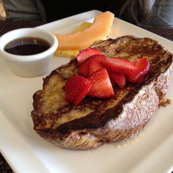 French Toast w/ Fresh Strawberries - Mustard Seed Bistro, Plantation, FL