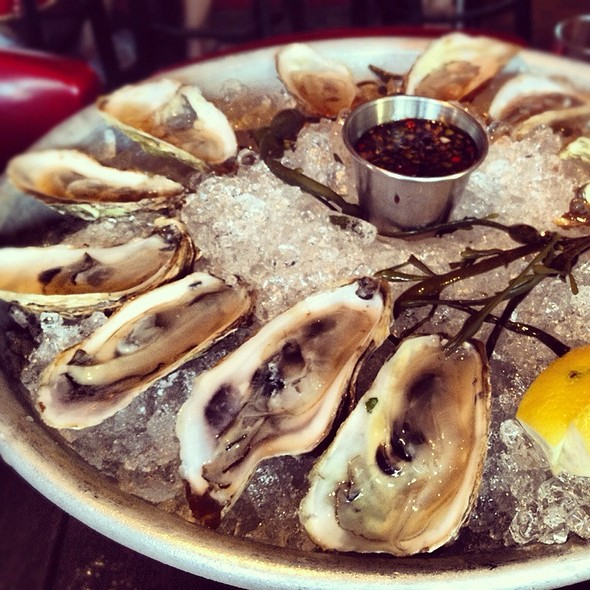 Assorted Oysters - Max's Tavern, Springfield, MA