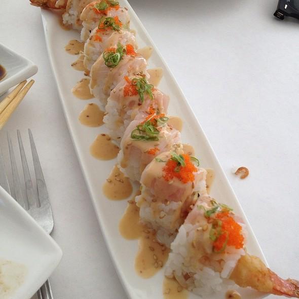 Lovely Lipda Roll - Gindi Thai, Burbank, CA