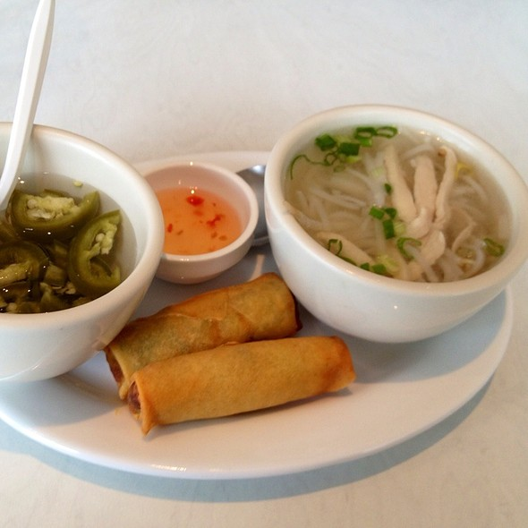Thai Roll And Soup Appetizer - Roong Petch, Chicago, IL