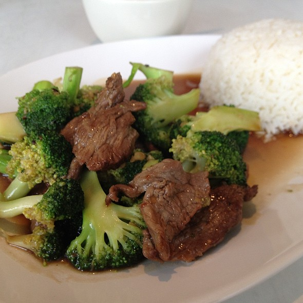 Beef with Broccoli - Roong Petch, Chicago, IL