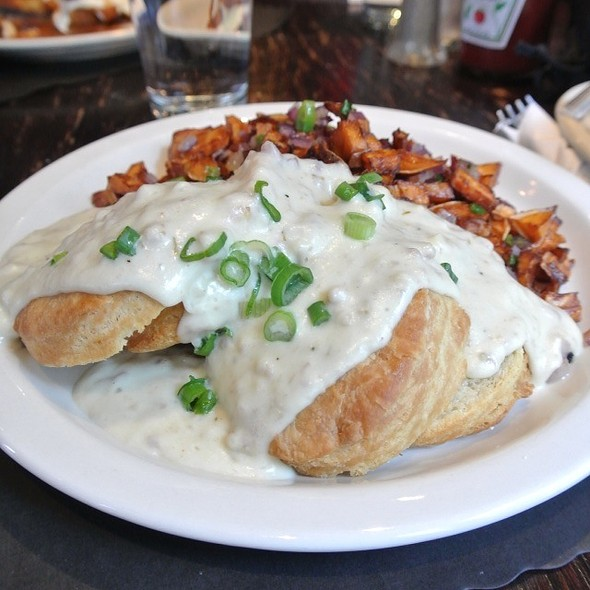 Country Gravy And Biscuits - Smokin' Betty's, Philadelphia, PA