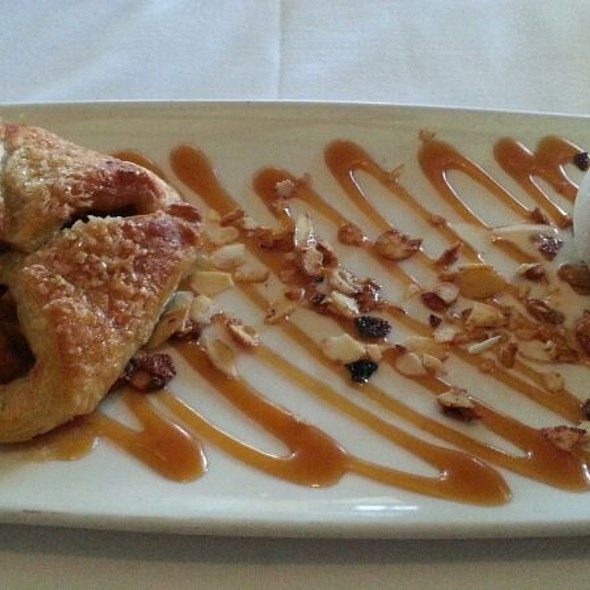 Apple Pie Pastry With Ice Cream - Summit House Restaurant - Fullerton, Fullerton, CA