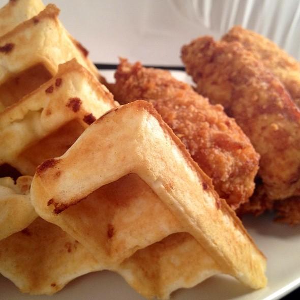 Waffles N Tweet - Datz, Tampa, FL