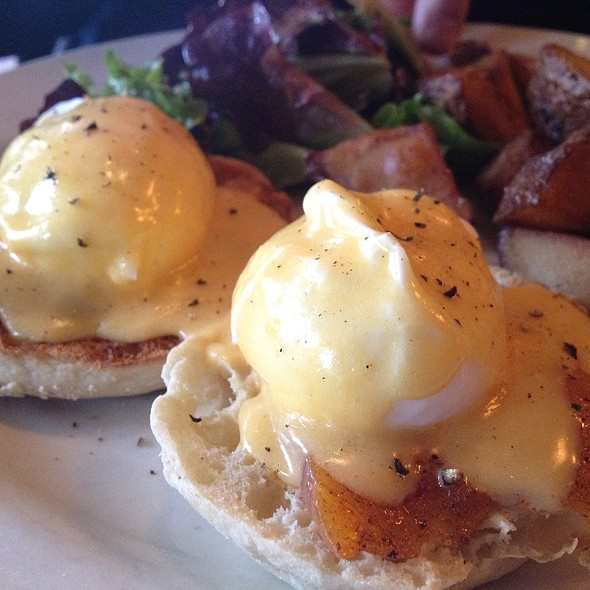 Smoked Salmon Eggs Benedict - Chez Oskar, Brooklyn, NY
