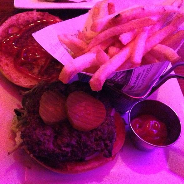 Classic Burger - Crown Restaurant & Lounge, Palisades Park, NJ