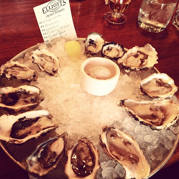 Assorted Oysters - Elliott's Oyster House, Seattle, WA