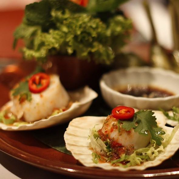 Poached King Scallops In Spicy Lime And Chilli Vinaigrette With Lemongrass - Patara - Soho, London