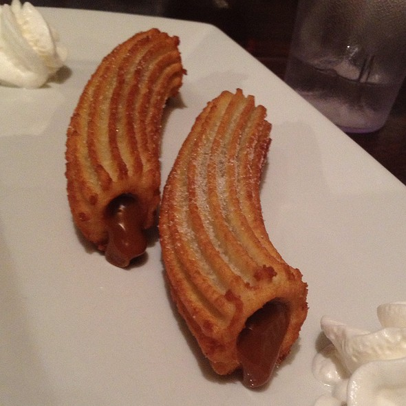 churros rellenos con cajeta - Don Churro Cafe, Chantilly, VA