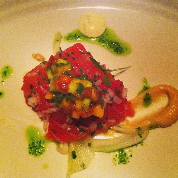 Tuna Tartare With Fennel - La Chronique, Montréal, QC