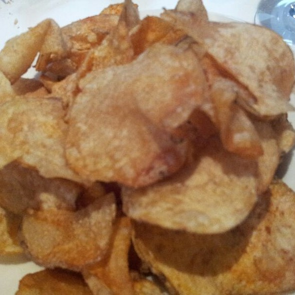 Homemade Maui Potato Chips - Smitty's Grill, Pasadena, CA