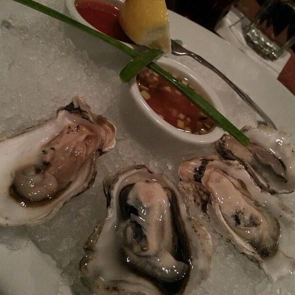 Raw Oyster - Windjammer Restaurant, South Burlington, VT
