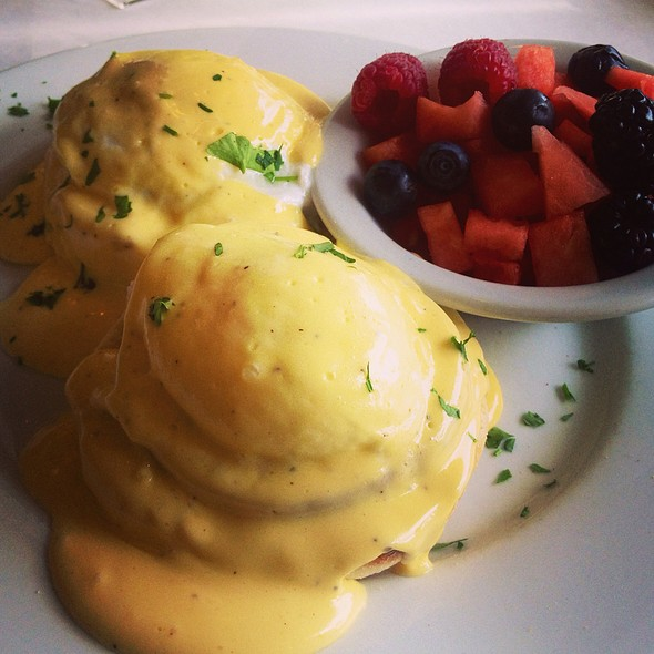 Traditional Eggs Benedict - Nonni's Bistro, Pleasanton, CA