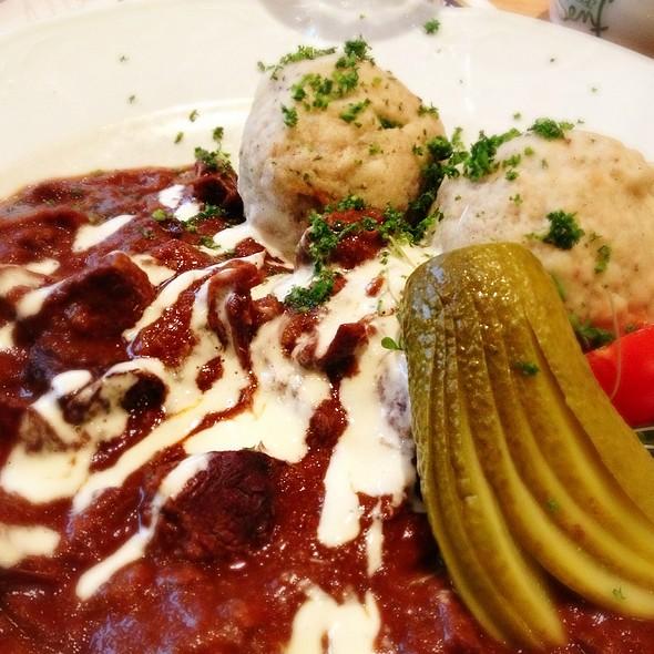 Gulasch - Restaurant Maximilians Berlin - Speisen wie in Bayern, Berlin