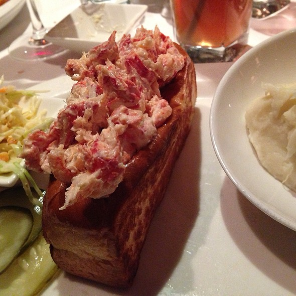 lobster roll - Parkers' Restaurant & Bar, Downers Grove, IL