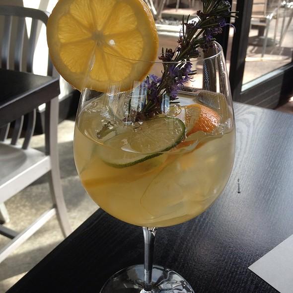 White Sangria - The Q Restaurant & Bar, Napa, CA