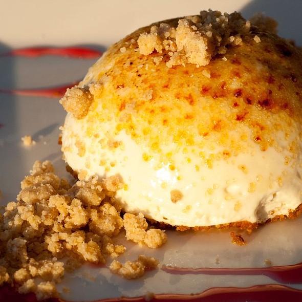 Creme Brulee Cheese Cake - Compass Arizona Grill - Hyatt Regency Phoenix, Phoenix, AZ
