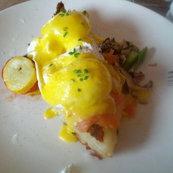 salmon eggs benedict - Thyme, Roslyn, NY