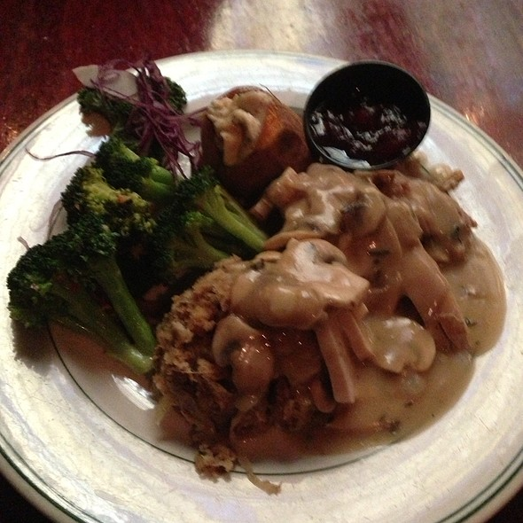 Turkey, Mushroom Gravy, Yams, Broccoli & Cranberry Sauce - Huber's Restaurant, Portland, OR