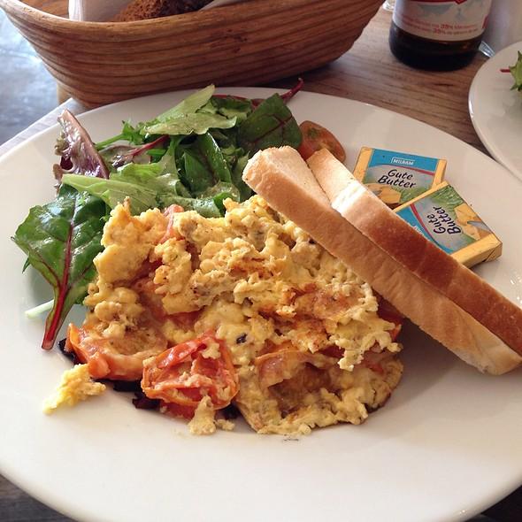 Scrambled Eggs With Gruyere Cheese - Nola's am Weinberg, Berlin