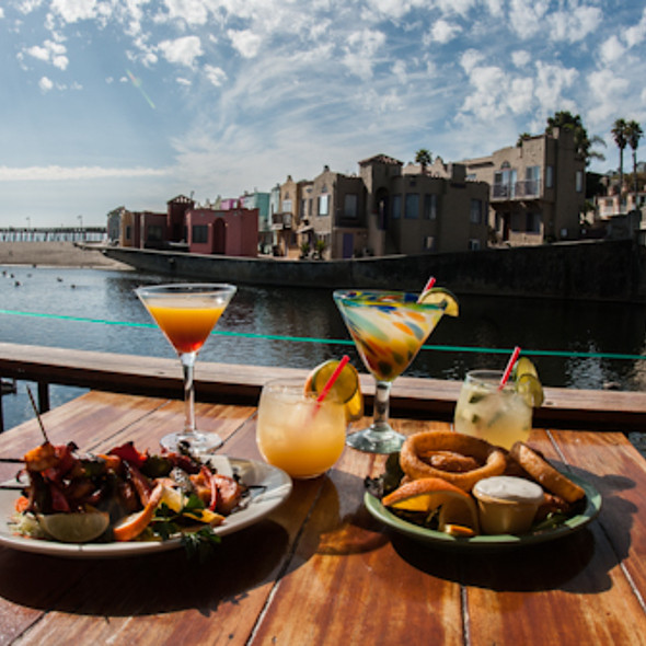 Enjoying the view with drinks and great food - Margaritaville - Capitola, Capitola, CA