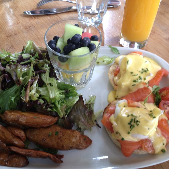 Eggs Benedict - Vallier, Montreal, QC