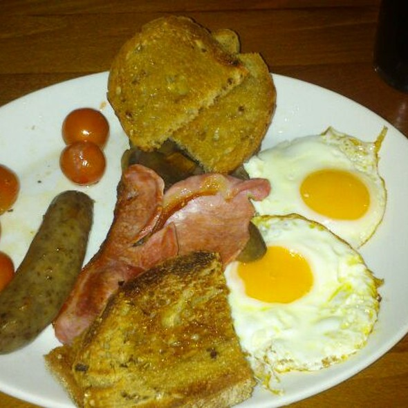 Full English Breakfast - Sports Bar & Grill Victoria, London