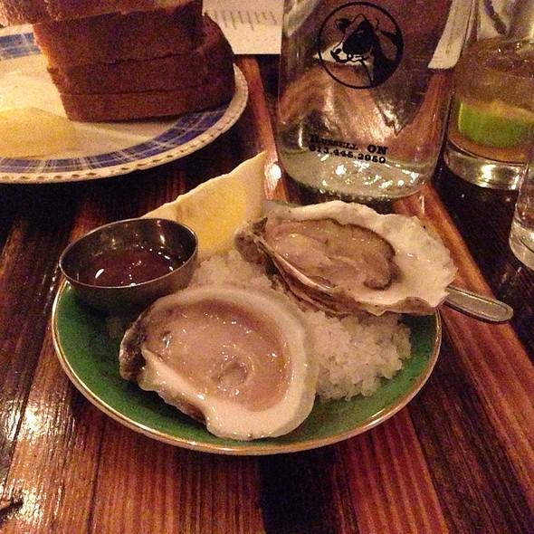 Oysters - Lawrence Restaurant, Montréal, QC