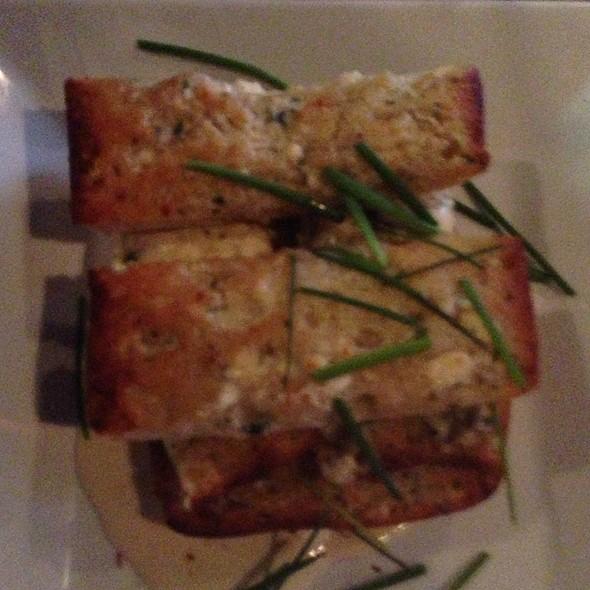 Blue Cheese Garlic Bread - Hot Tomato's, Hartford, CT