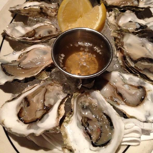 Oyst - Lucky's, Santa Barbara, CA