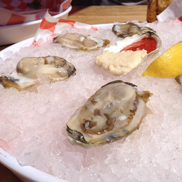 raw oysters - Phillips Seafood, Baltimore, MD