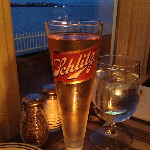Schlitz Gusto - Harbor House, Milwaukee, WI