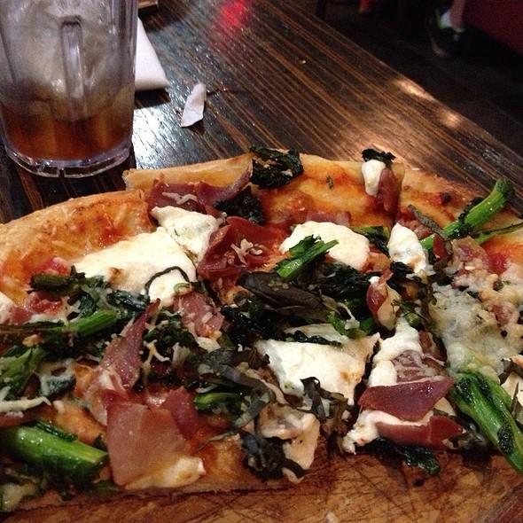 Italia Pizza - Ciao Baby Restaurant & Lounge - Commack, Commack, NY