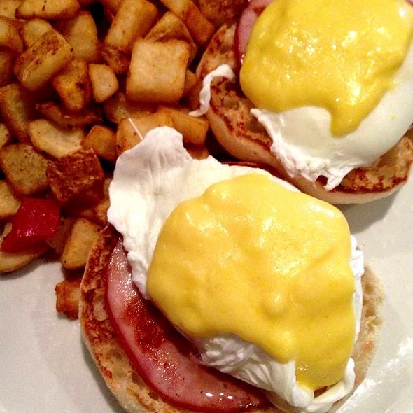 Eggs Benedict - Ireland's Four Courts, Arlington, VA
