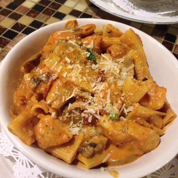 Vodka rigatoni - Under The Moon Cafe, Bordentown, NJ