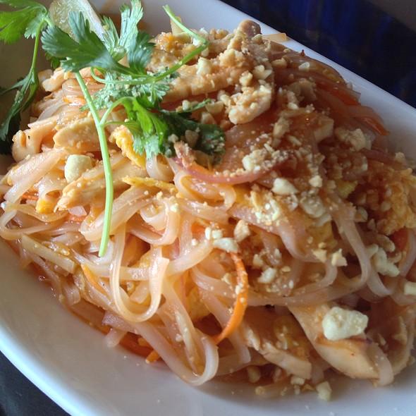Pad Thai - Sakana Sushi, Wayzata, MN