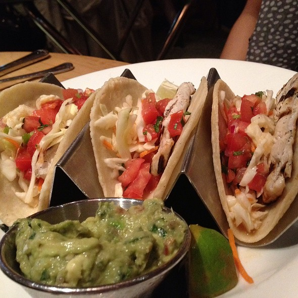 Dos caminos park restaurant new york ny opentable for Fish taco restaurant