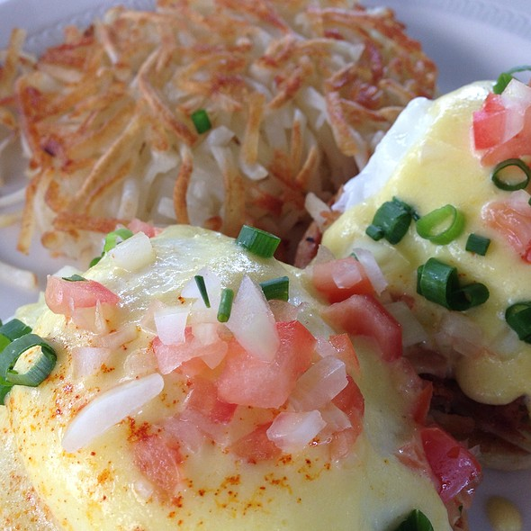 Kalua Pork Benedict - Pagoda Floating Restaurant, Honolulu, HI