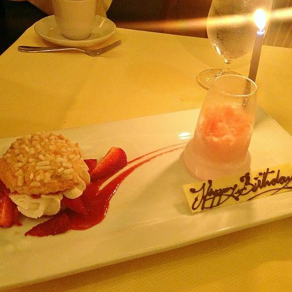strawberry shortcake - Mark's American Cuisine, Houston, TX