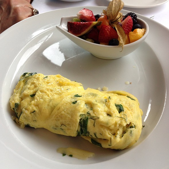 Goat cheese omelette with herbs - Restaurant Lemeac, Montréal, QC