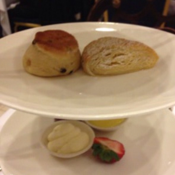 Scones - Victoria's Restaurant @ The King Edward Hotel, Toronto, ON