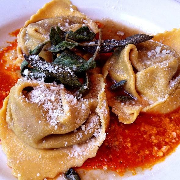 Cappellacci di zucca e cucina tradizionale emiliana - Il Fornaio - Beverly Hills, Beverly Hills, CA