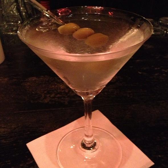 Dry Vodka Martini - L'Auberge Saint-Gabriel, Montréal, QC