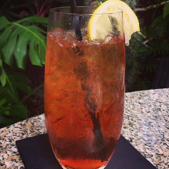 Pineapple Infused Iced Tea - Max's Harvest, Delray Beach, FL