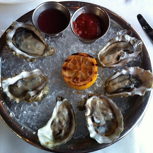 FRESH OYSTERS on the HALF SHELL - Cutters Crabhouse, Seattle, WA
