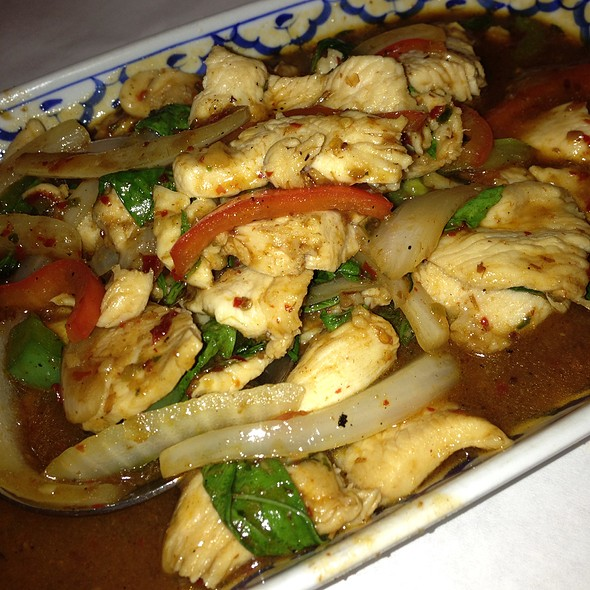 Sweet Basil Chicken - Addie's Thai House, Chesterfield, MO