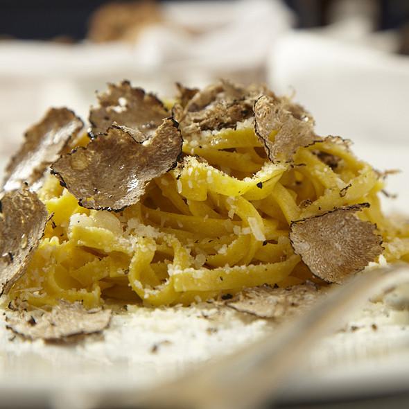 Tagliatelle al tartufo nero fresco invernale, burro e Parmigiano Reggiano - Merlo on Maple, Chicago, IL