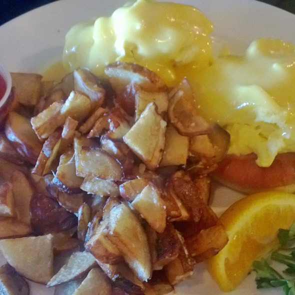 Eggs Benedict - BeachHouse bar + grill, Kirkland, WA