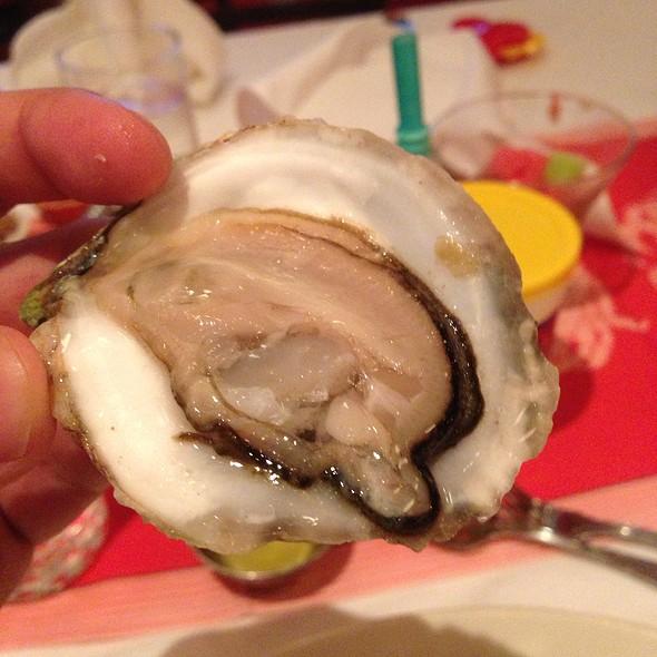 Ninigret Cup Oysters - Shaw's Crab House - Schaumburg, Schaumburg, IL